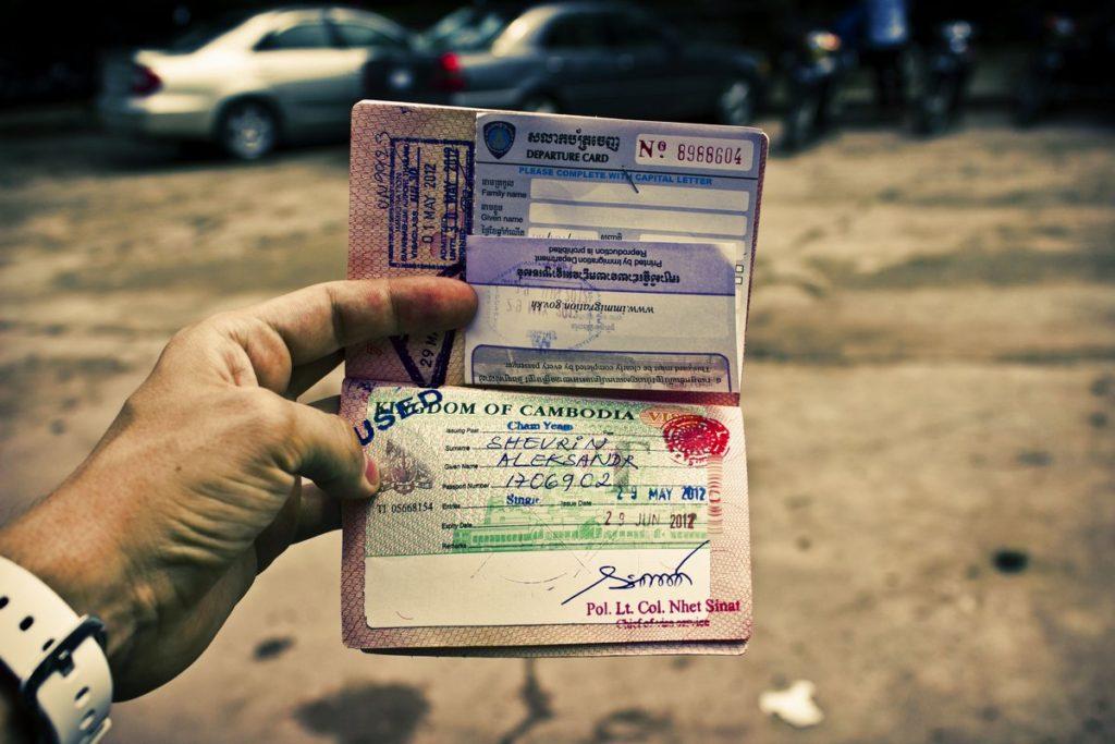 Виза в Камбоджу в паспорте занимает целый лист