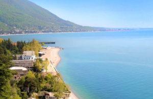 Смотрите, что мы нашли! Отличный тур в Абхазию с авиаперелетом из Санкт-Петербурга: перелет, страховка, проживание в отеле от 12800 рублей за человека.